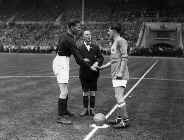Arsenal F「Cardiff Cup Handshake」:写真・画像(8)[壁紙.com]