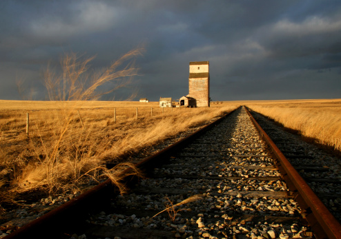 Recession「Abandoned Railway And Train Track on the Prairie」:スマホ壁紙(18)