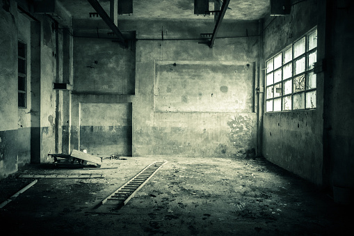 Spooky「Abandoned room with broken window」:スマホ壁紙(13)