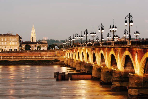Ponte de Pierre bridge and Garonne River in Bordeaux:スマホ壁紙(壁紙.com)