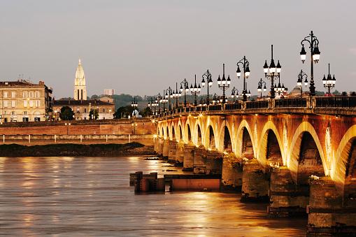 Nouvelle-Aquitaine「Ponte de Pierre bridge and Garonne River in Bordeaux」:スマホ壁紙(10)