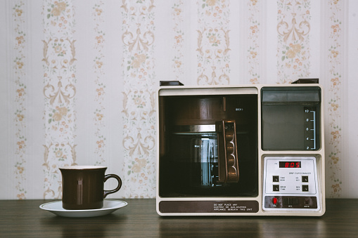 1980-1989「Coffee Maker in Retro Style」:スマホ壁紙(17)
