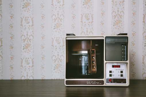 1980-1989「Coffee Maker in Retro Style」:スマホ壁紙(16)