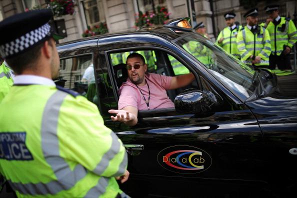運転手「London Faces Gridlock As Black Taxi's Protest Against Uber App」:写真・画像(7)[壁紙.com]