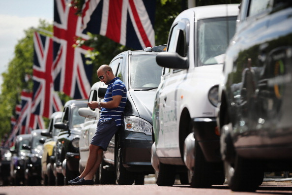 英国 ロンドン「London Faces Gridlock As Black Taxi's Protest Against Uber App」:写真・画像(0)[壁紙.com]