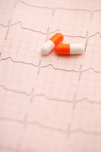 Heart「EKG and capsules」:スマホ壁紙(5)