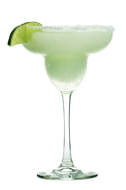 Margarita Cocktail Drink in Glass, Frozen Alcohol with Lime, Salt:スマホ壁紙(壁紙.com)