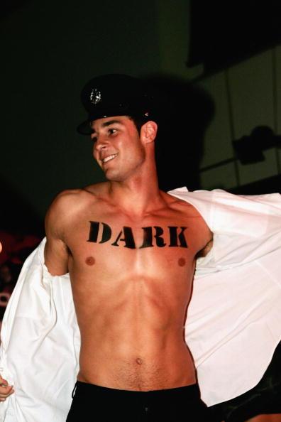 Pivot「AUS: Jake Wall, Boyfriend Of Miss Australia, Strips For Perfume Lunch」:写真・画像(15)[壁紙.com]
