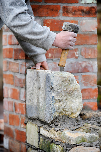 Mortar - Weapon「Building a garden wall with cotswold stone and cement mortar UK」:写真・画像(12)[壁紙.com]