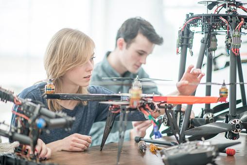 工業技術「Building a Machine」:スマホ壁紙(13)