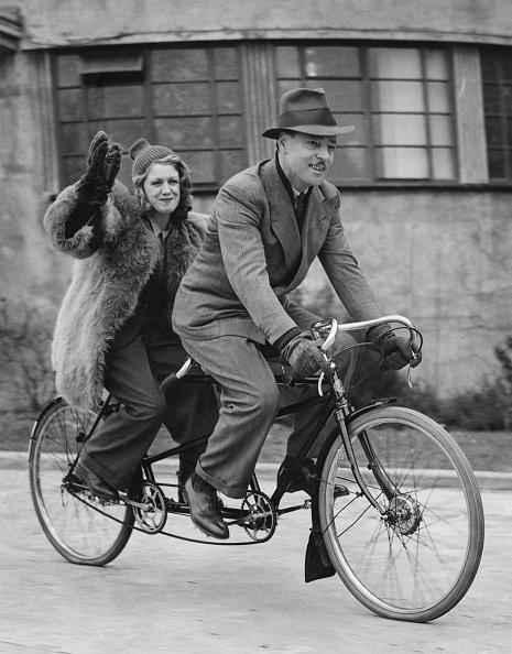 自転車・バイク「Renée Houston And Pat Aherne」:写真・画像(0)[壁紙.com]