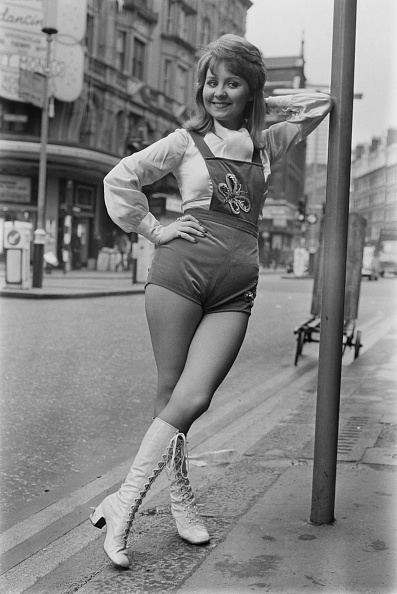 Bib Overalls「Lulu In London」:写真・画像(8)[壁紙.com]
