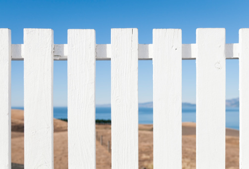 New Zealand「White Painted Traditional Wooden Fence」:スマホ壁紙(8)