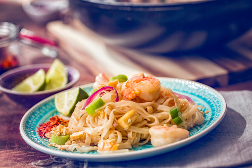 Thai Food「Pad Thai Noodles with Prawns」:スマホ壁紙(16)