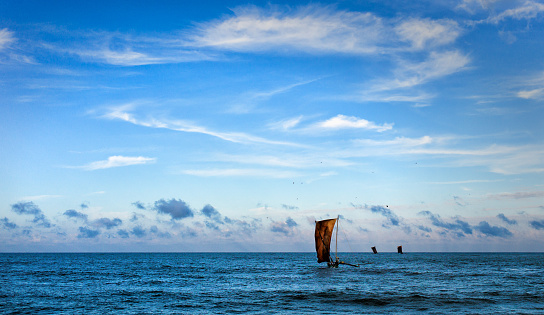 Sri Lanka「Negombo, Fishing boat in sea」:スマホ壁紙(4)