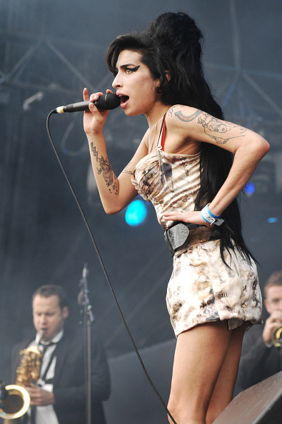 Amy Winehouse「Amy Winehouse」:写真・画像(1)[壁紙.com]