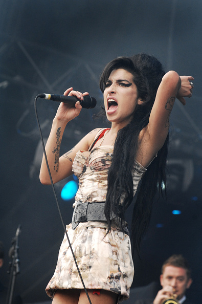 Amy Winehouse「Amy Winehouse」:写真・画像(10)[壁紙.com]