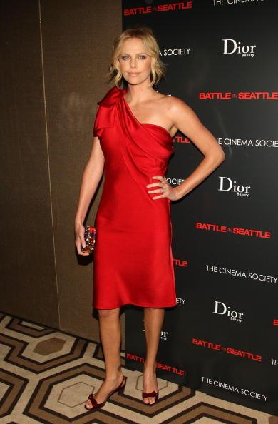 "Pencil Dress「The Cinema Society & Dior Beauty Host A Screening Of ""Battle In Seattle""」:写真・画像(8)[壁紙.com]"