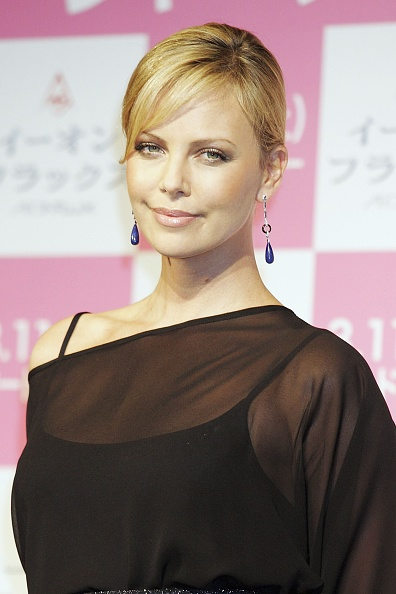 Asymmetry「Charlize Theron Promotes Aeon Flux In Tokyo」:写真・画像(5)[壁紙.com]