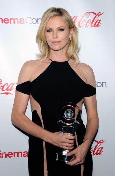 Three Quarter Length「CinemaCon 2012 Awards Ceremony - Arrivals」:写真・画像(1)[壁紙.com]