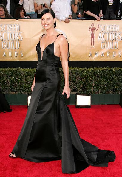 Event「11th Annual Screen Actors Guild Awards - Arrivals」:写真・画像(6)[壁紙.com]