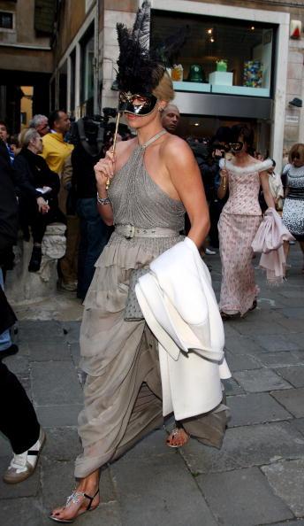 Masquerade Mask「Salma Hayek And Francois-Henry Pinault Celebrate Second Wedding In Venice」:写真・画像(6)[壁紙.com]