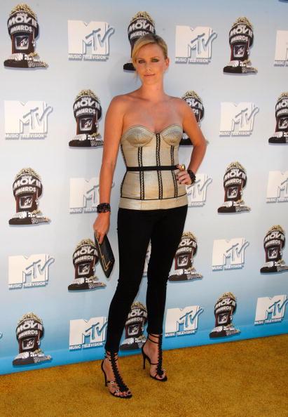 2008「17th Annual MTV Movie Awards - Arrivals」:写真・画像(2)[壁紙.com]