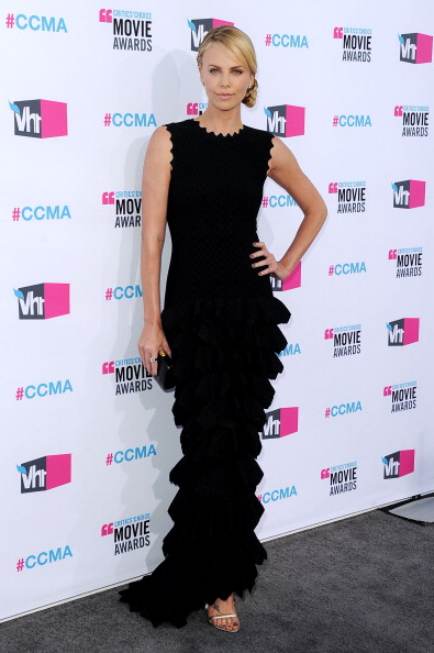 Scalloped - Pattern「17th Annual Critics' Choice Movie Awards - Arrivals」:写真・画像(8)[壁紙.com]
