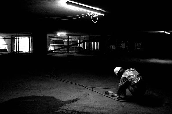 Terminal 5 Heathrow Airport「Electrician in basement, Terminal 5, Heathrow Airport Construction, London, UK」:写真・画像(16)[壁紙.com]