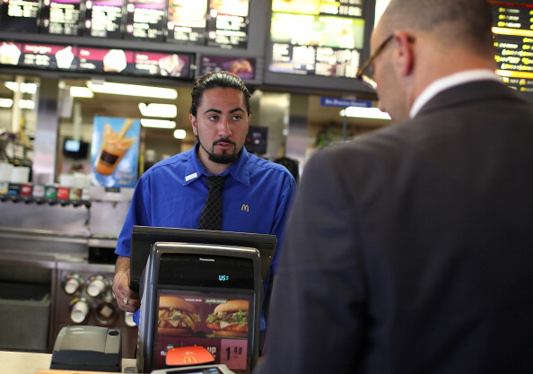 Fast Food「McDonalds Holds National Hiring Day To Add 50,000 Employees」:写真・画像(3)[壁紙.com]