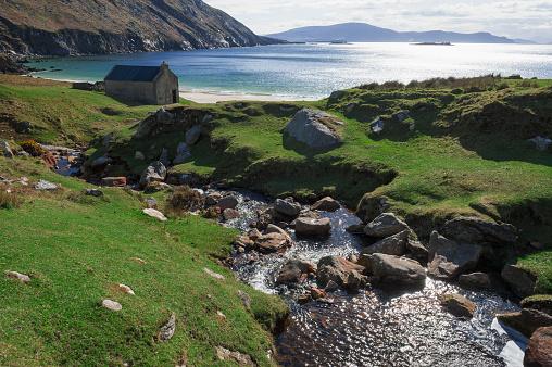 アキル島「House in bay at Achill head, Ireland」:スマホ壁紙(15)