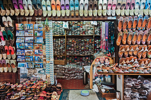 Souvenir「Slippers for sale in Bur Dubai」:スマホ壁紙(8)