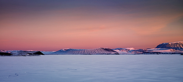 Standing Water「Winter, Mt. Hverfjall and Lake Myvatn, Northern Iceland」:スマホ壁紙(18)