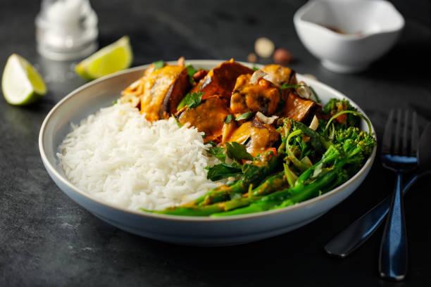 Healthy vegetarian Thai red curry with rice:スマホ壁紙(壁紙.com)