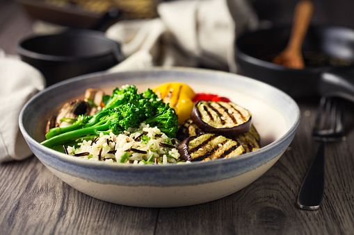 Long Grain Rice「Healthy Vegan rice salad and grilled vegetable bowl」:スマホ壁紙(19)