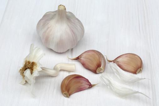Garlic Clove「Head of garlic and three loose cloves」:スマホ壁紙(9)