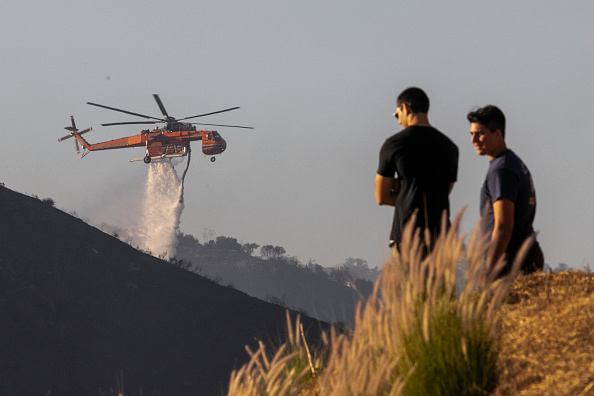Getty Images「Fast-Moving Getty Fire Threatens Homes And Forces Evacuations In Affluent Section Of Los Angeles」:写真・画像(5)[壁紙.com]