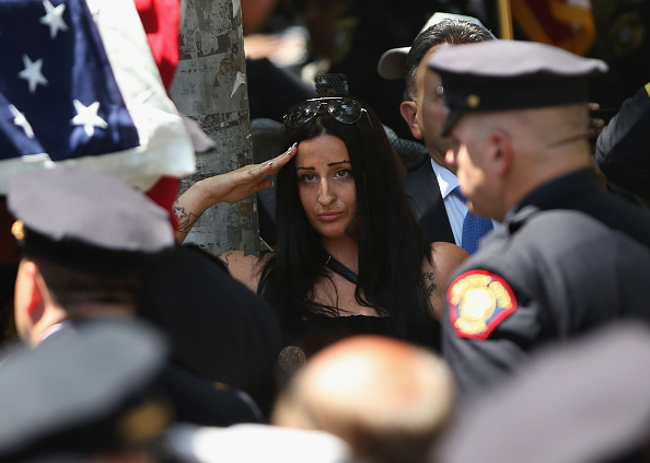 Jersey City「Funeral Held For 23-Year-Old Jersey City Police Officer Killed On Duty」:写真・画像(15)[壁紙.com]
