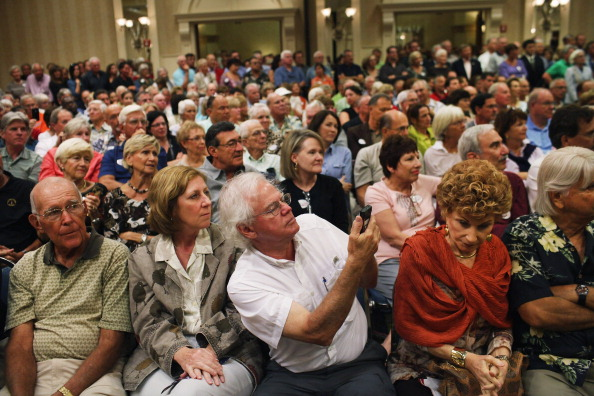 Naples - Florida「GOP Presidential Hopeful Newt Gingrich Holds Town Hall In Southern Florida」:写真・画像(13)[壁紙.com]