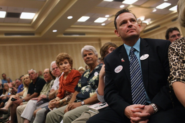 Naples - Florida「GOP Presidential Hopeful Newt Gingrich Holds Town Hall In Southern Florida」:写真・画像(8)[壁紙.com]