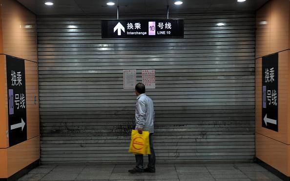 VCG「Shanghai Subway Line 10 Crash Leaves Scores Injured」:写真・画像(10)[壁紙.com]