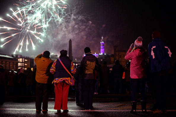Hogmanay「Torchlight Procession Begins Edinburgh's Hogmanay Celebrations」:写真・画像(11)[壁紙.com]
