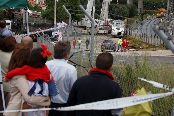 鉄道・列車「Santiago Train Crash Driver Attends Preliminary Court Hearing」:写真・画像(7)[壁紙.com]