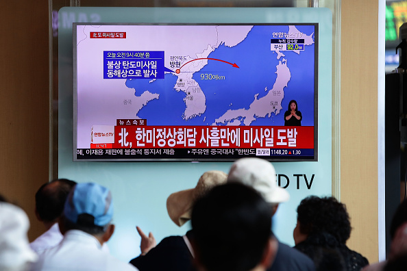 Chung Sung-Jun「North Korea Launches Ballistic Missile Into Japanese Waters」:写真・画像(17)[壁紙.com]
