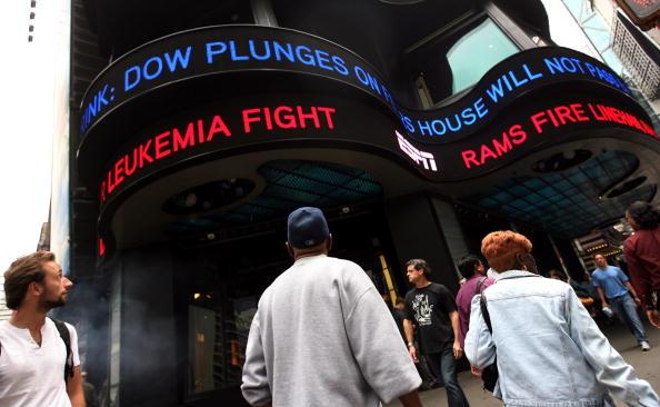Dow Jones Industrial Average「Markets Plunge After House Rejects $700 Billion Financial Bailout Plan」:写真・画像(15)[壁紙.com]
