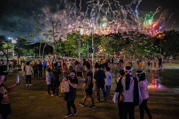 New Year「Manila Celebrates New Year Amid Covid-19 Restrictions」:写真・画像(13)[壁紙.com]