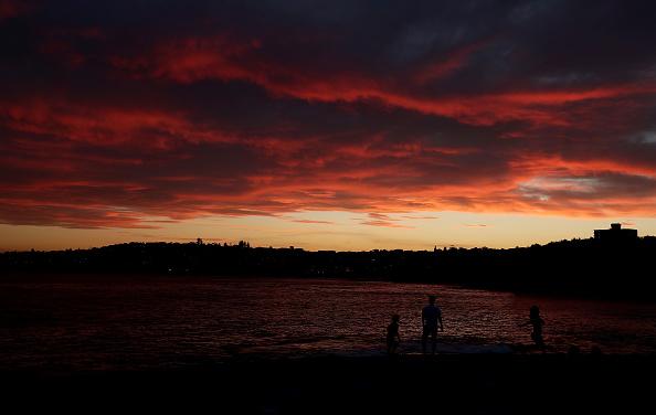 Sunset「Emergency Warning Issued For Hawkesbury As Bushfire Nears Sydney Outskirts」:写真・画像(14)[壁紙.com]