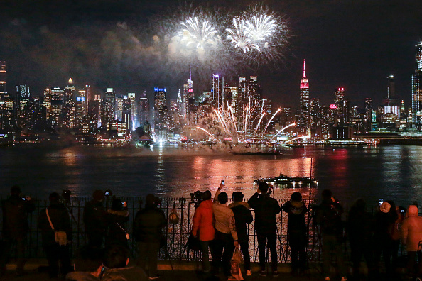 Topix「Chinese New Year Celebrated With Fireworks In New York City」:写真・画像(16)[壁紙.com]
