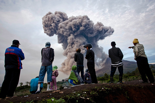 Active Volcano「Villagers Panic As Mount Sinabung's Volcanic Ash Reaches Their Homes」:写真・画像(19)[壁紙.com]