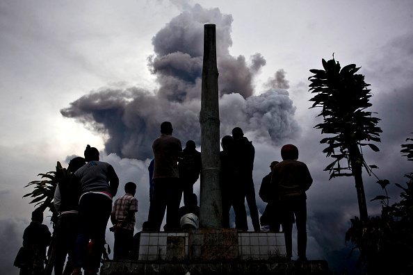 Active Volcano「Villagers Evacuated As Mount Sinabung Eruptions Continue」:写真・画像(0)[壁紙.com]